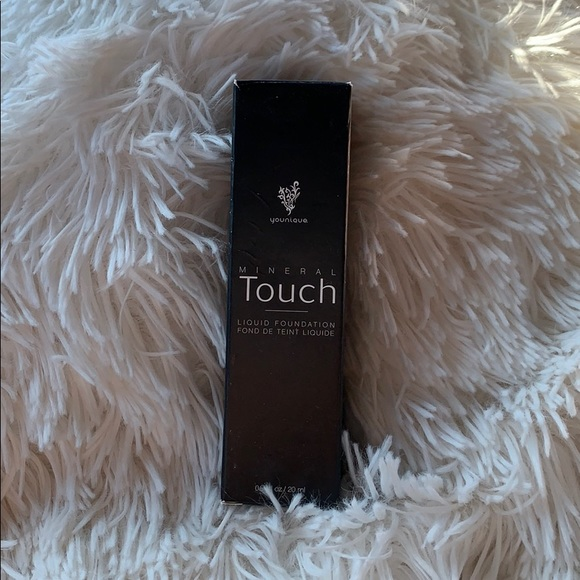 YOUNIQUE mineral touch liquid foundation CASHMERE